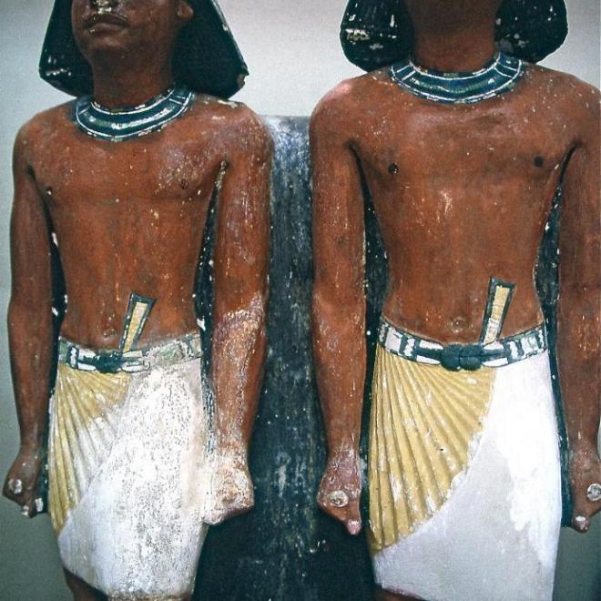 Statues en calcaire peint
